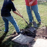 5th grade students help repair cemetery as part of their Iowa heritage studies