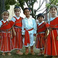 American children of Madeiran descent ready to march in parade, August 1999