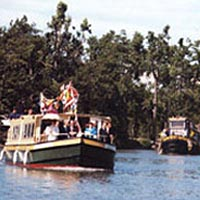 Sam Patch leads other boats along Erie Canal on its maiden run, 1991