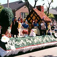Parade float depicting Snow White & the Seven Dwarfs, May 7, 1999