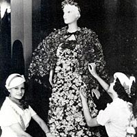 Dress completely covered with live rose blooms was worn in the Texas Rose Festival of 1934