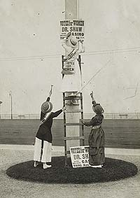 Suffragists putting up signs, ca. 1915.
