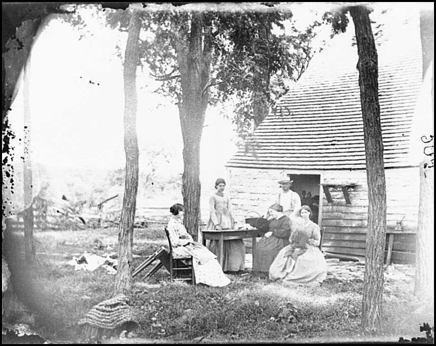 [Cedar Mountain, Va. Family group before the house in which Gen. Charles S. Winder (C.S.A.) died]