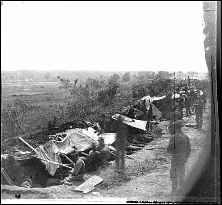 [North Anna River, Va. Federal troops occupying line of breastworks on the north bank]