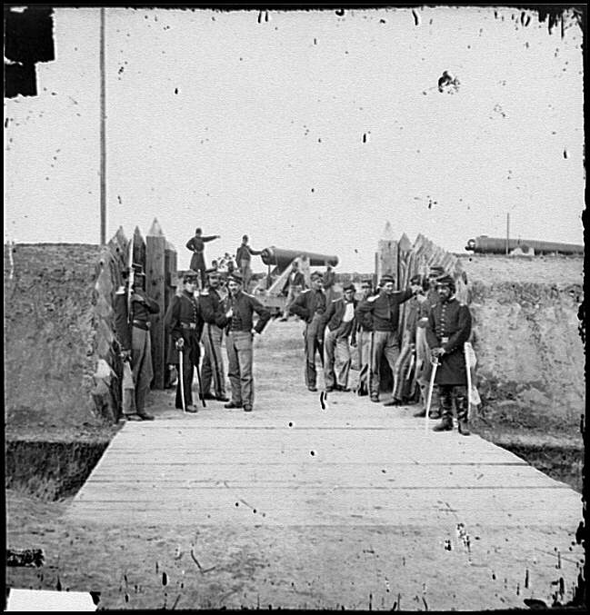 [District of Columbia. Soldiers at gate of Fort Slemmer]