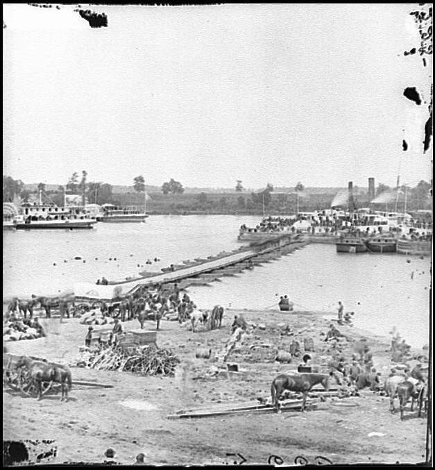 [Port Royal, Va. The Rappahannock River front during the evacuation]