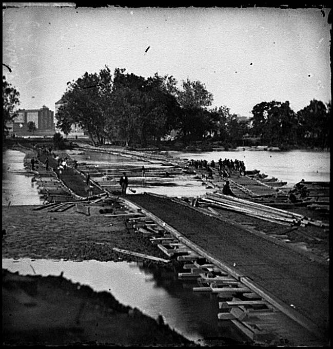 [Richmond, Va. Pontoon bridges across the James, looking toward Manchester]