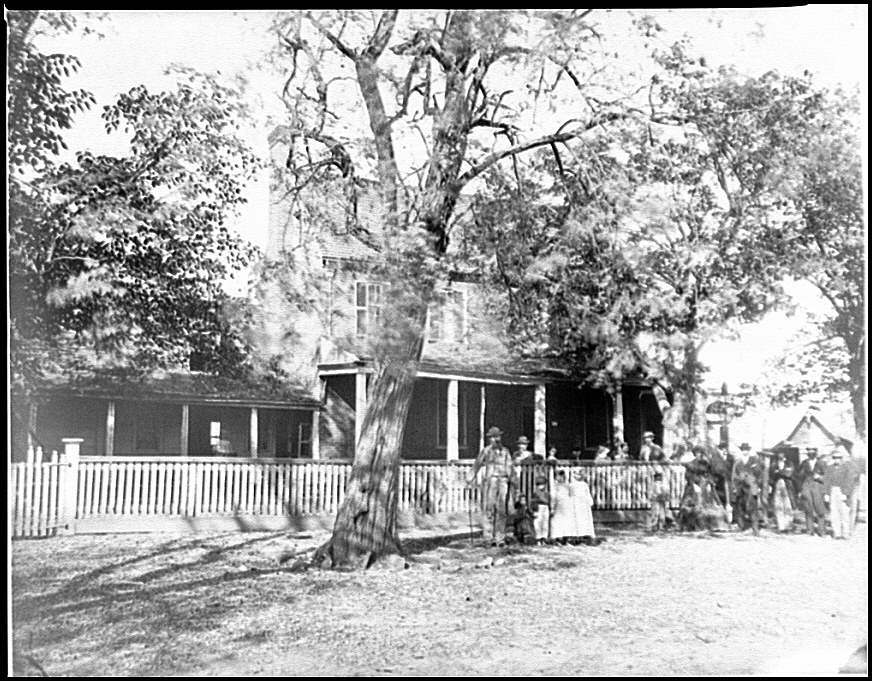 [Appomattox Court House, Va. Civilians in front of the hotel]