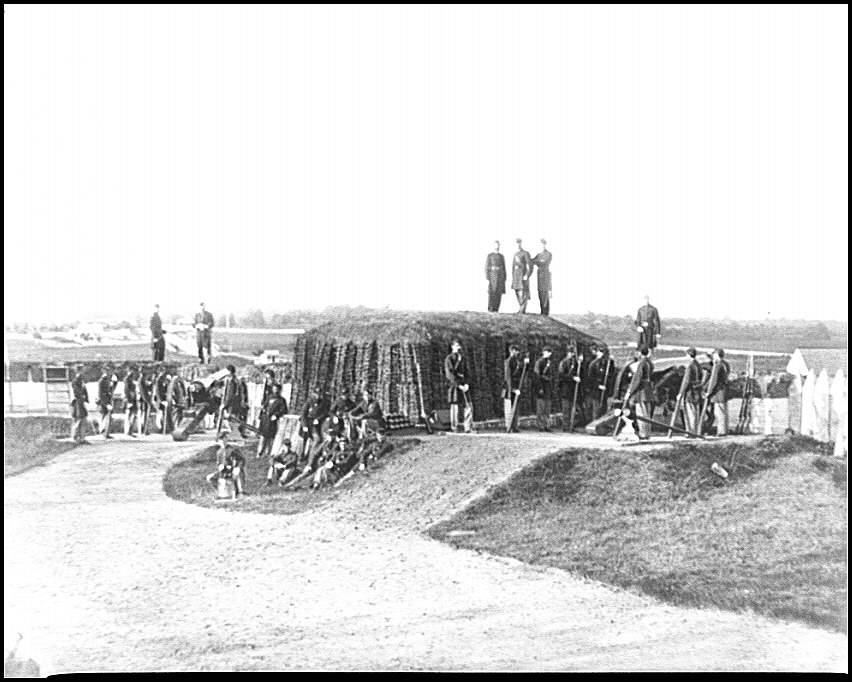 [District of Columbia. Detachment of Company K, 3d Massachusetts Heavy Artillery, by guns of Fort Stevens]