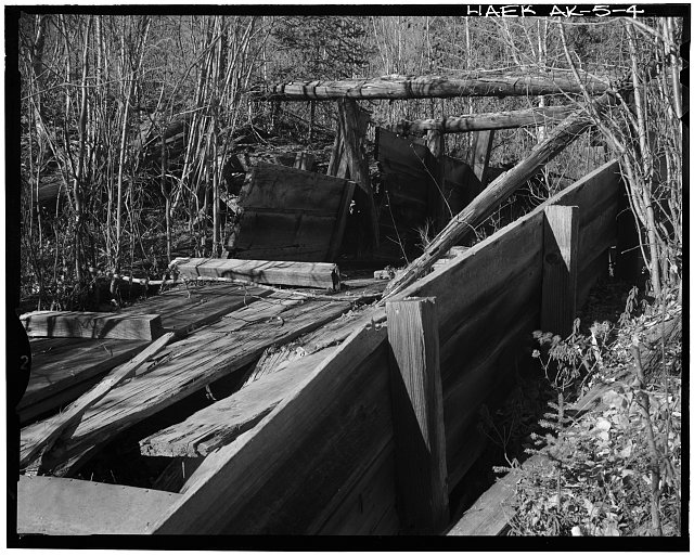 4.  PHOTOGRAPH TAKE FROM EAST SIDE OF FLUME LOOKING NORTH TOWARD THE DITCH. - Davidson Ditch Waste Water Weir, Mile 63 of Alaska's Steese Highway, Chatanika, Fairbanks North Star Borough, AK