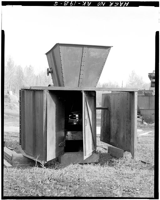 5.  OBLIQUE END VIEW SHOWING GRILLE BELOW EXHAUST PORT, LOOKING EAST - Eska Coal Mine, Jeffery Fan-Blower Unit, Wishbone Hill, Sutton, Matanuska-Susitna Borough, AK