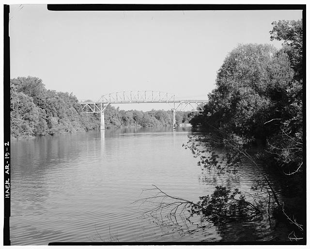 2.  GENERAL VIEW OF BRIDGE SHOWING PARKER THROUGH TRUSS CENTER SPAN AND DECK TRUSS SPANS AT EITHER SIDE OF CENTER SPAN, LOOKING NORTHWEST - Ouachita River Bridge, Spanning Ouachita River at U.S. Highway 167, Calion, Union County, AR