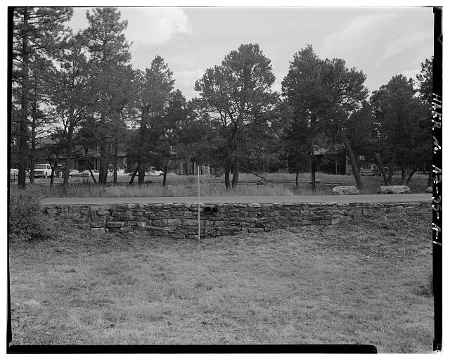 DISTANT VIEW OF RETAINING WALL AS SEEN LOOKING TO THE SOUTH - Grand Canyon National Park Roads, Village Loop Retaining No. 1, North side of Village Loop Drive, Grand Canyon Village, Coconino County, AZ