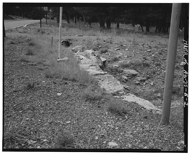 VIEW OF THE TOP OF THE HEADWALL LOOKING WEST - Grand Canyon National Park Roads, Apache Street Headwall No. 1, Northwest corner of intersection of Apache Street and Center Road, Grand Canyon Village, Coconino County, AZ