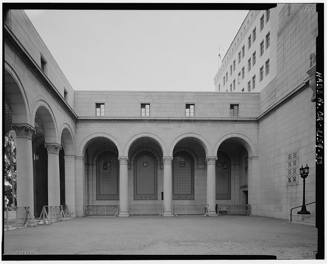 Monica Griesbach, Photographer August 1997. VIEW OF LOS ANGELES CITY HALL WEST ENTRANCE COURTYARD NORTH ARCADE, FACING NORTH. - Los Angeles City Hall, 200 North Spring Street, Los Angeles, Los Angeles County, CA