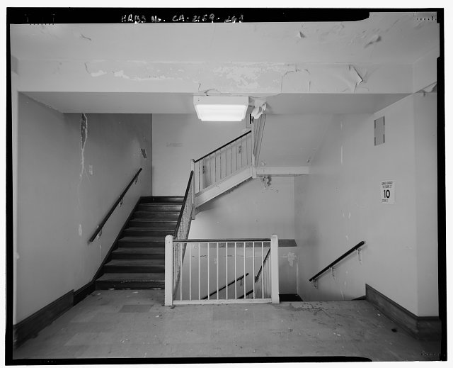 John Ash, AIA, Photographer August 1997. VIEW OF LOS ANGELES CITY HALL TENTH FLOOR NORTH WING STAIRWELL, FACING WEST - Los Angeles City Hall, 200 North Spring Street, Los Angeles, Los Angeles County, CA