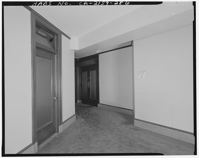 Monica Griesbach, Photographer August 1997. VIEW OF LOS ANGELES CITY HALL FOURTEENTH FLOOR Y-CORRIDOR, FACING SOUTHWEST - Los Angeles City Hall, 200 North Spring Street, Los Angeles, Los Angeles County, CA