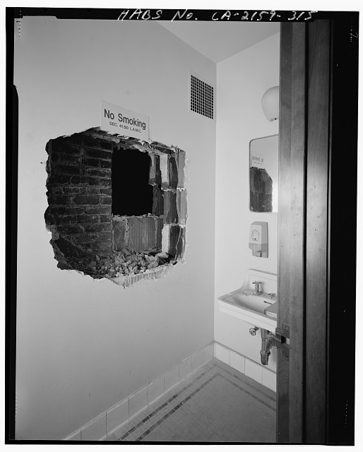 Bruce D. Judd, FAIA, Photographer August 1997. VIEW OF LOS ANGELES CITY HALL TWENTIETH FLOOR JUDGE'S TOILET ROOM, FACING NORTHWEST - Los Angeles City Hall, 200 North Spring Street, Los Angeles, Los Angeles County, CA