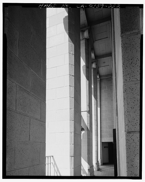 John Ash, AIA, Photographer August 1997. DETAIL OF LOS ANGELES CITY HALL TWENTY-SEVENTH FLOOR WEST EXTERIOR GALLERY WALKWAY AND CEILING, FACING NORTH - Los Angeles City Hall, 200 North Spring Street, Los Angeles, Los Angeles County, CA