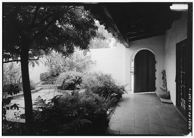 3.  COURTYARD, LOOKING SOUTHEAST AT DOOR - Joers-Ketchum Rowhouse, 6108 Paseo Delicias, Rancho Santa Fe, San Diego County, CA