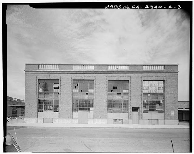 View of south facade of two story portion of American Railway Express Building, facing north - Southern Pacific Railroad Depot, Railroad Terminal Post Office & Express Building, Fifth & I Streets, Sacramento, Sacramento County, CA