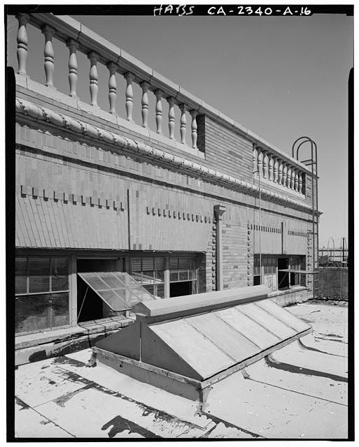 Detail of upper east end of Express Building, showing skylight, windows, brickwork and parapet. View is to northwest - Southern Pacific Railroad Depot, Railroad Terminal Post Office & Express Building, Fifth & I Streets, Sacramento, Sacramento County, CA