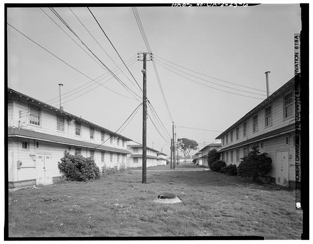 Rows of barrack, Building No. 909 (left) and Building No. 910 (right), looking 82 degrees east - Presidio of San Francisco, Enlisted Men's Barracks Type, West end of Crissy Field, between Pearce & Maudlin Streets, San Francisco, San Francisco County, CA