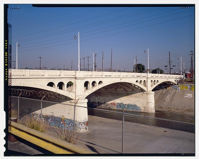 6.  DETAIL VIEW OF SOUTHSIDE OF MAIN STREET BRIDGE CROSSING THE LOS ANGELES RIVER. LOOKING NORTHEAST. - North Main Street Bridge, Los Angeles, Los Angeles County, CA