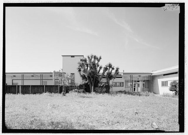 North façade, entrance. The square tower has the remains of a sign, Kaiser Foundation Hospital. Horizontal ribbon windows continue on this façade. - Richmond Field Hospital, 1330 Cutting Boulevard, Richmond, Contra Costa County, CA
