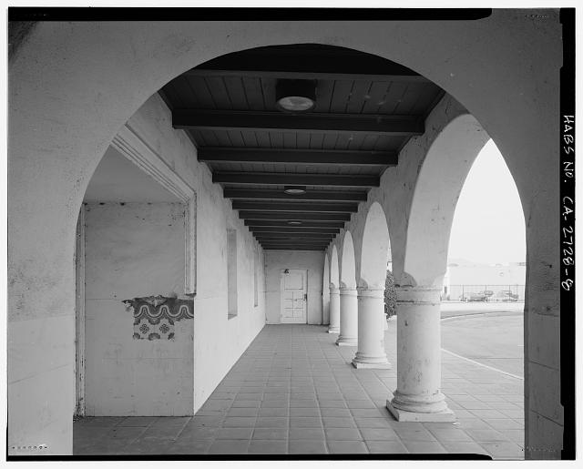 EXTERIOR, NORTH COLONNADE DETAIL VIEW, FACING WEST - Grand Central Air Terminal, 1310 Air Way, Glendale, Los Angeles County, CA