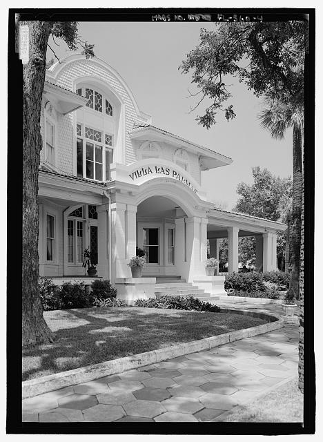 Perspective view of the front entrance - Villa Las Palmas, 315 Alachua Avenue, Fernandina Beach, Nassau County, FL
