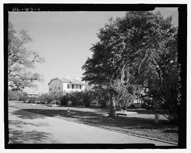 North front, View of streetscape, towards Southeast. - U.S. Naval Air Station, Lodge, Southeast corner of West and North Avenues, Pensacola, Escambia County, FL