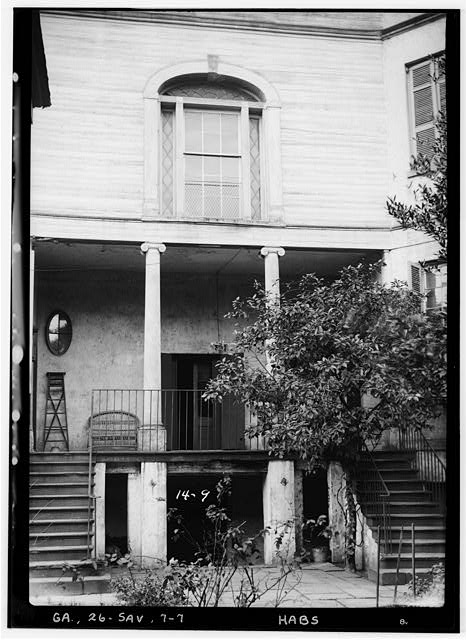 7.  Historical American Buildings Survey L. D. Andrew, Photographer Dec. 30, 1936 CENTER PORTION OF REAR - EAST - Richardson-Maxwell-Owen-Thomas House, 124 Abercorn Street, Savannah, Chatham County, GA