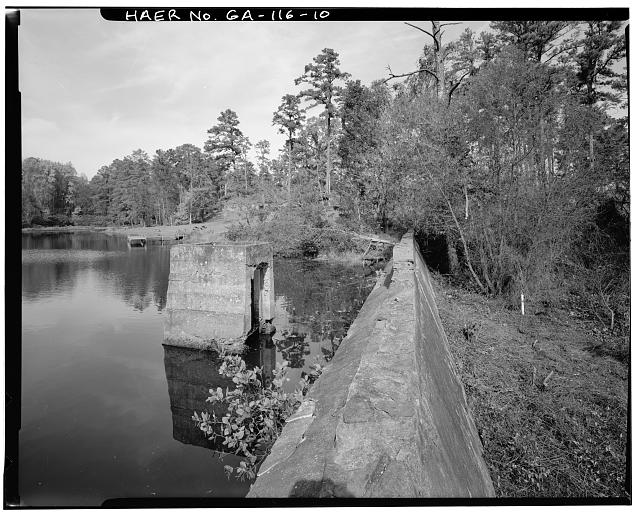 10.  DETAIL VIEW OF INTAKE STRUCTURE AND CREST OF DAM, LOOKING NORTH - Big Lake Dam, Fourth Street, South of Atlantic Avenue, Marietta, Cobb County, GA