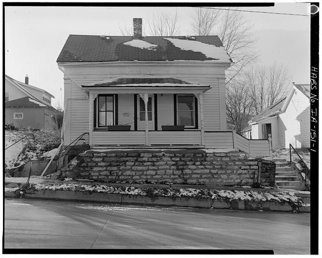 1.  EAST FRONT, VIEW TO WEST - P. J. Almquist House, 16 Second Street Northwest, Waukon, Allamakee County, IA