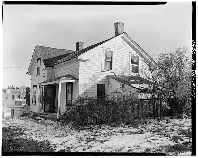 7.  NORTHWEST SIDE, VIEW TO SOUTHEAST - P. J. Almquist House, 16 Second Street Northwest, Waukon, Allamakee County, IA