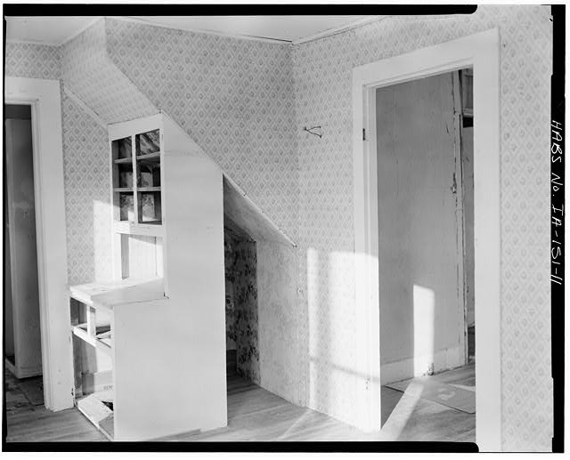 11.  FIRST FLOOR INTERIOR, NORTHEAST ROOM, VIEW TO NORTHWEST - P. J. Almquist House, 16 Second Street Northwest, Waukon, Allamakee County, IA