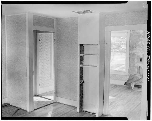 12.  FIRST FLOOR INTERIOR, NORTHEAST ROOM, VIEW TO THE SOUTHEAST TOWARD THE FRONT DOOR - P. J. Almquist House, 16 Second Street Northwest, Waukon, Allamakee County, IA
