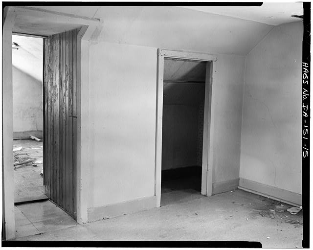 15.  SECOND FLOOR INTERIOR, NORTHEAST ROOM LOOKING WEST - P. J. Almquist House, 16 Second Street Northwest, Waukon, Allamakee County, IA