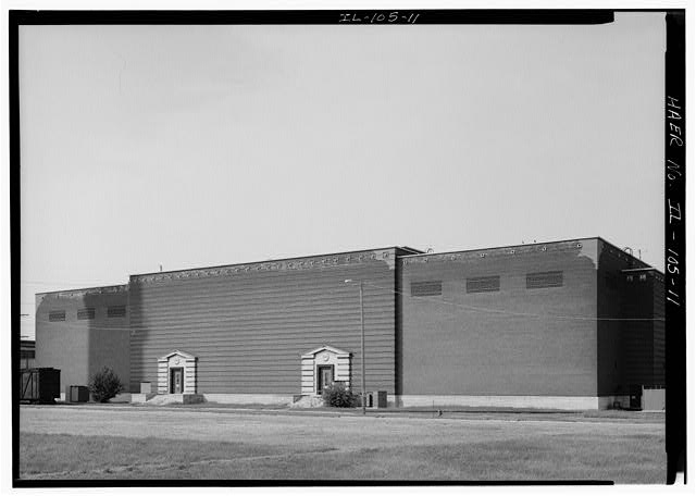 11.  EAST FACADE OF SWITCH HOUSE NO. 2, BUILT IN 1940. LOOKING WEST. - Commonwealth Electric Company, Fisk Street Electrical Generating Station, 1111 West Cermak Avenue, Chicago, Cook County, IL