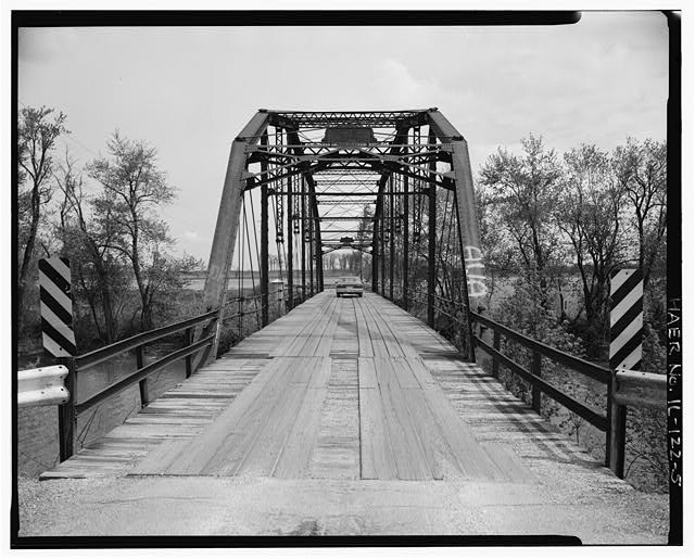 5.  APPROACH AND WEST PORTAL - Fidler Bridge, Spanning Iroquis River at County Highway 45, Watseka, Iroquois County, IL