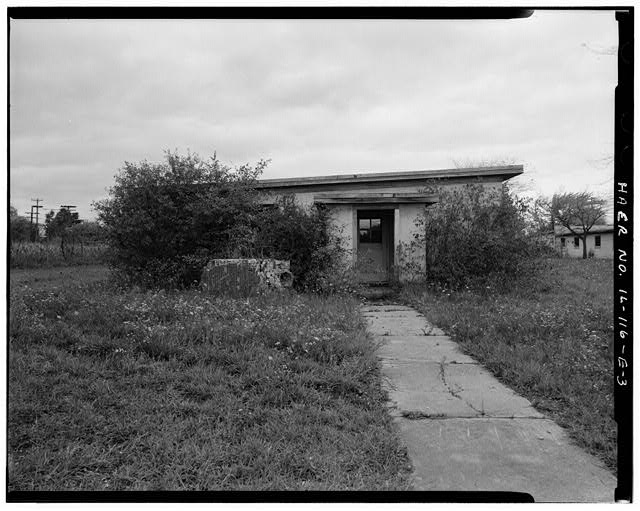 3.  BARRACKS, SHORTER BUILDING, LEFT SIDE, LOOKING NORTH. - NIKE Missile Base C-84, Shorter Barracks, South of Launch Area Entrance Drive, west of Longer Barracks, Barrington, Cook County, IL