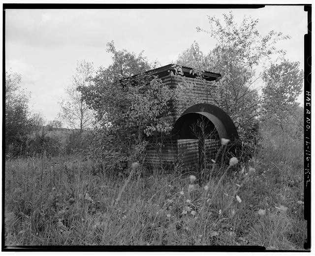 2.  ACID STORAGE SHED, FRONT AND RIGHT SIDES, LOOKING SOUTHWEST. - NIKE Missile Base C-84, Acid Storage Shed, North of launch area, northwest of earthen berm of Acid Fueling Station, Barrington, Cook County, IL