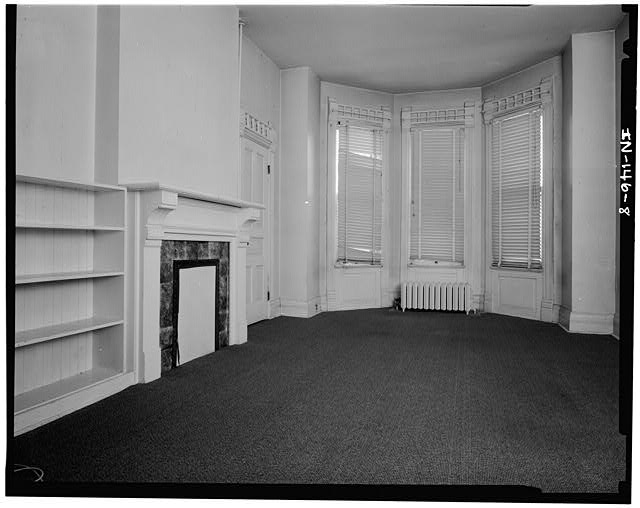 8.  FIRST FLOOR SITTING ROOM LOOKING EAST - Thomas Harrison House, 514 West Main Street, Richmond, Wayne County, IN