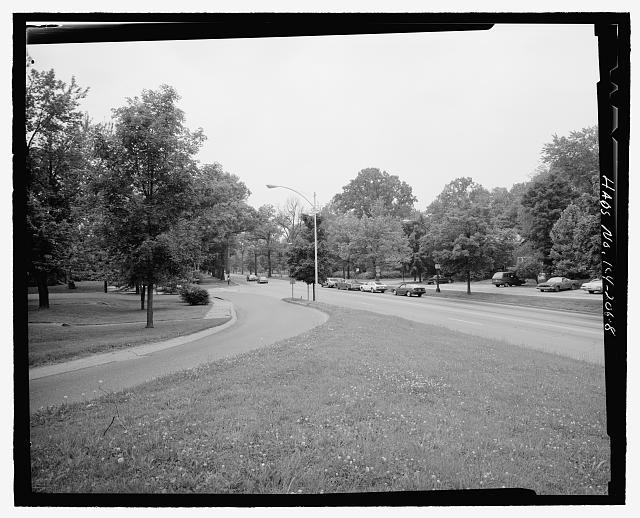 Intersection of Southern Parkway and Southern Heights, showing present Watterson Expressway entrance ramp, looking from area to be affected towards Beechmont Historic District, northeast - Southern Heights-Beechmont District Landscapes, Louisville, Jefferson County, KY