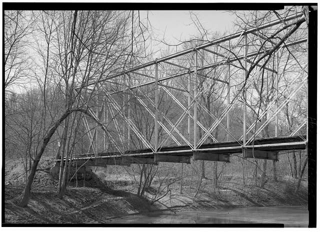 5.  WESTERN ABUTMENT, SHOWING MAIN SPAN. - Hopewell Bridge, Spanning Little Sandy River, Hopewell, Greenup County, KY