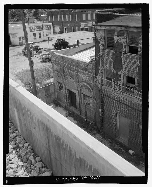 Rear view, southeast - Hickman Outlet Building, 200 Block of Clinton Street, Hickman, Fulton County, KY