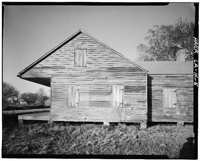 5.  View of partial side elevation of Double Creole 'T' house, looking NNW. - Laurel Valley Sugar Plantation, Double Creole Quarters, 2 Miles South of Thibodaux on State Route 308, Thibodaux, Lafourche Parish, LA
