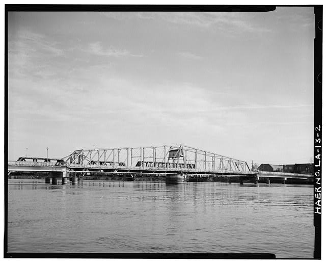 2.  SWING SPAN SOUTHEAST ELEVATION LOOKING NORTH. - DeSiard Street Bridge, Spanning Ouachita River, Monroe, Ouachita Parish, LA