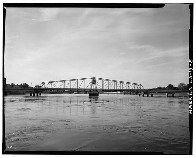 5.  SWING SPAN NORTHWEST ELEVATION, LOOKING SOUTHEAST. - DeSiard Street Bridge, Spanning Ouachita River, Monroe, Ouachita Parish, LA
